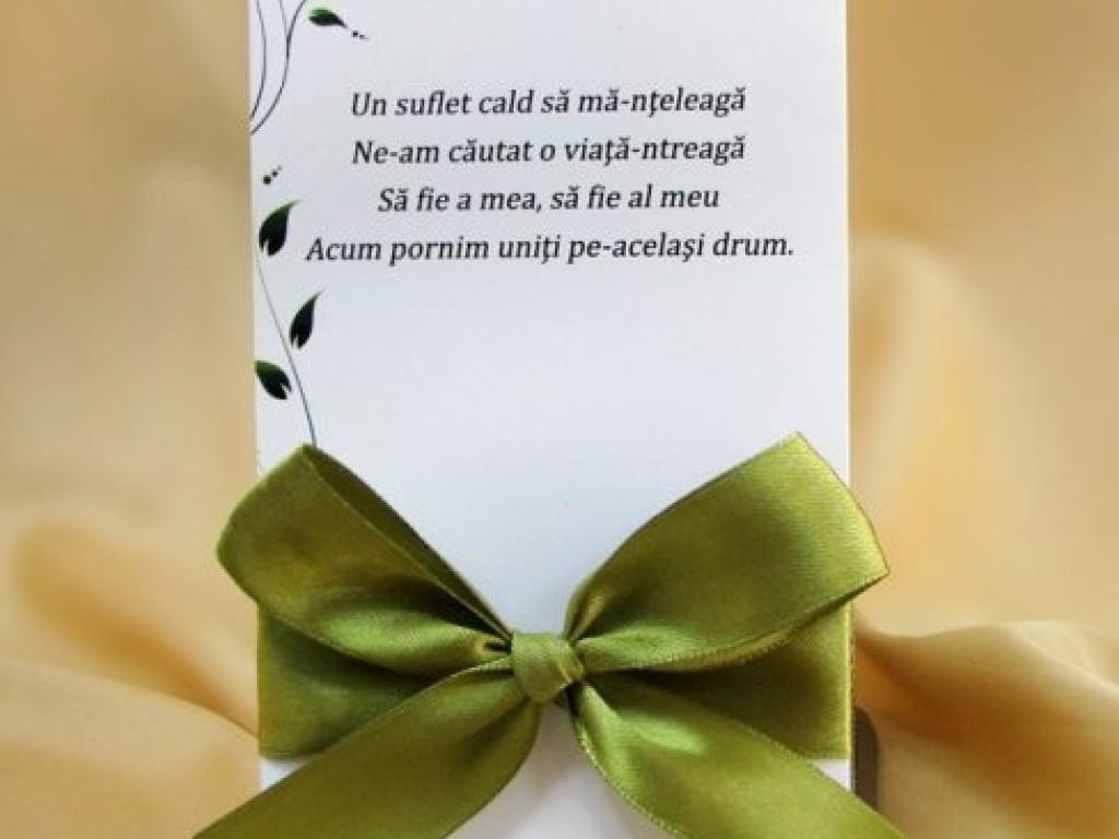 Invitatie de nunta alba cu model floral si funda verde