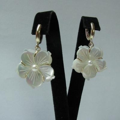 Cercei aur galben si buton de perla alb