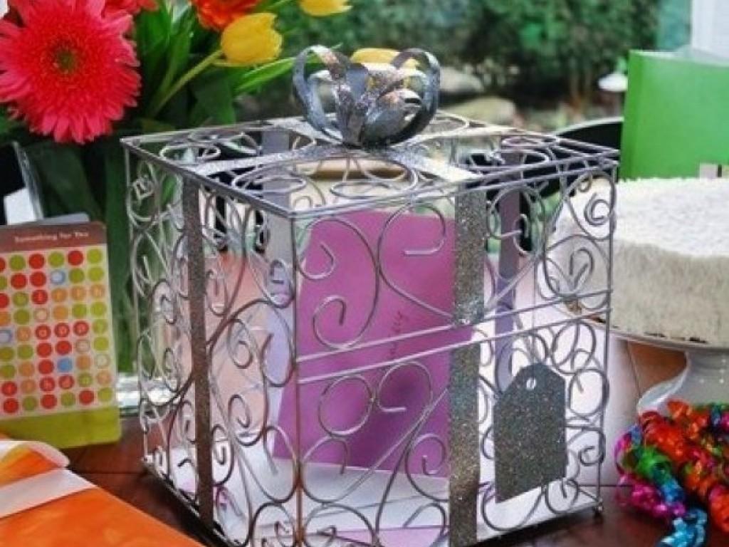 Casuta de dar cutie cadou