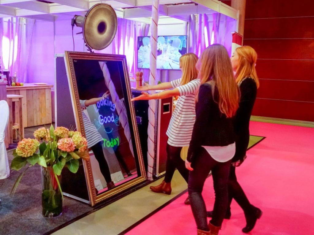 Cabine foto pentru evenimente - 3 modele: Oglinda, Insta, Photo Pro