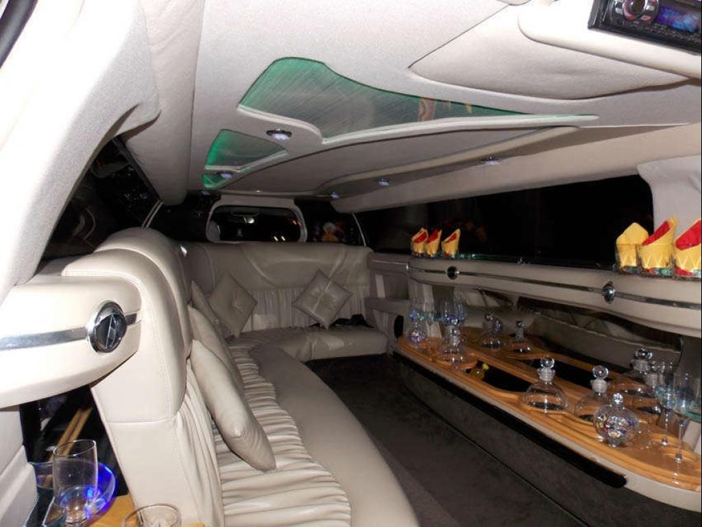 Limuzina Chrysler - inchiriere limuzine in Bucuresti