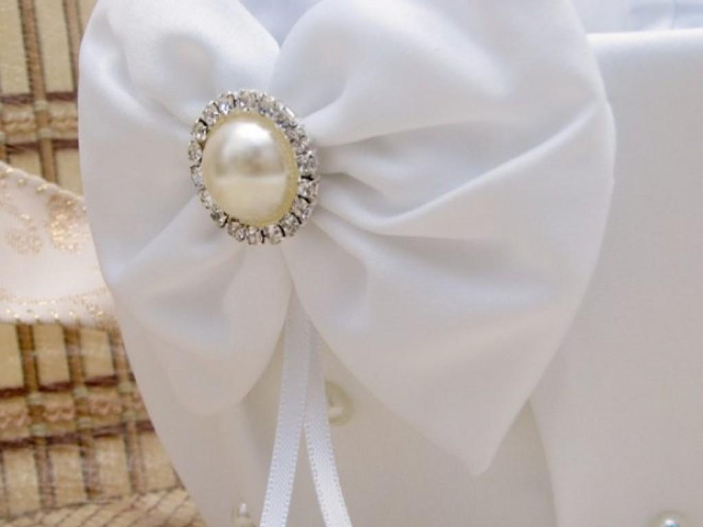 Cos alb cu fundite si brosa perla