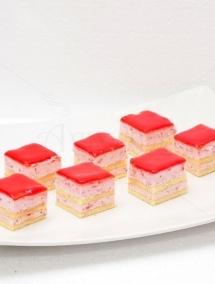Mini prajituri Mousse Capsuni