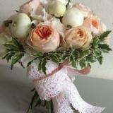 Buchet de mireasa din trandafiri si bujori