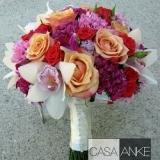 Buchet de mireasa cu trandafiri, miniroze, orhidee si garofite