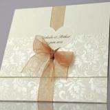 Invitatie de nunta crem cu model floral si inimioara