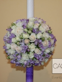 Lumanare de nunta din frezii,trandafir si miniroze