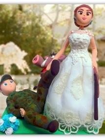 Figurina pentru tort - Mire Vanator si mireasa