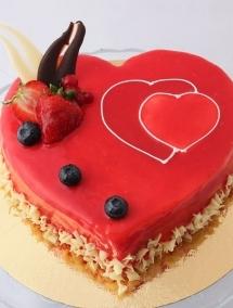 Tort inima Mousse Capsuni