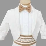Costumas alb-maro cu basca si papion