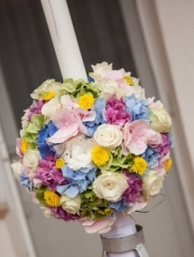 Lumanare de nunta din hortensie, santini, trandafiri si tipirig