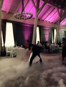 Fum greu cu gheata carbonica si artificii primul dans